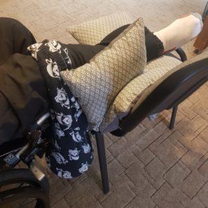 Przykurcz kolana… i co dalej? Kolano już ułożone, odpowiednio podparte, żeby rozciąganie było jak najbardziej efektywne.